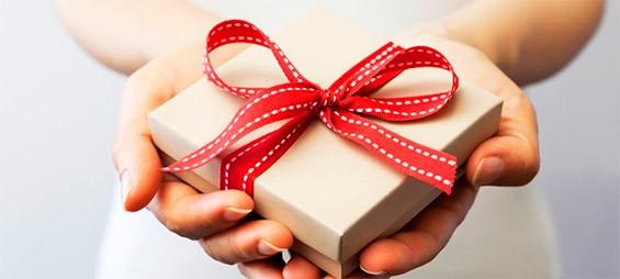 как преподнести подарок руководителю