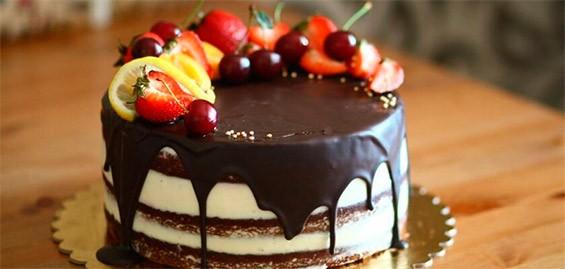 Торт с фруктами и ягодами